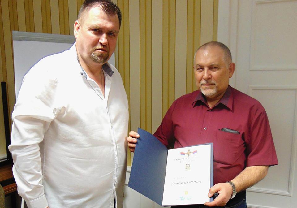 Čsol v exilu - předání ocenění panu prof. Hanzlíkovi