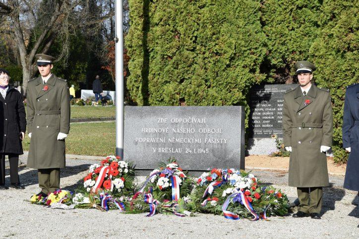 Pietní akt na Ústředním hřbitově v Brně